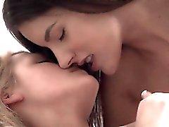 Lesbian Teenager Freunde fingert sowie getblowjob süße Fetzen