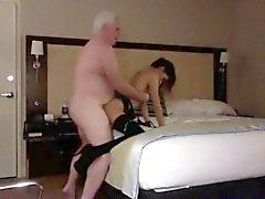 Grandpa de baiser un Trouille Petite Teen