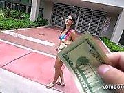 Juicy ass brunette latina Victoria Valencia wird gefickt