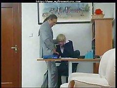 Älterer Sekretär immer gefickt