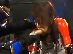 Kinky Oriental babe a un masqued stud martelant sa chatte fr
