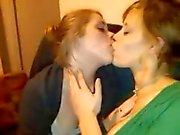 Kissing girls 11