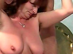 Nuestro la abuela tiene gusto de sexo oral