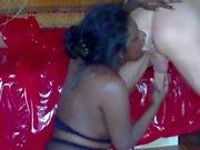La donna indiana prende piscio e pugno il suo culo