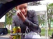 Apertado teen Vanessa Rodriguez desossada no carro