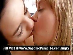 Cute blonde en brunette lesbos speelde en likken kut en met lesbo liefde