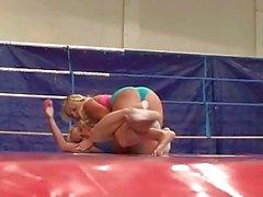 Pretty teen blondes fighting