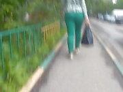 Соблазнительные большие задницы в узких штанах