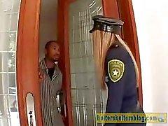 Nasty cream -gevild politieagent krijgt haar seksuele straf