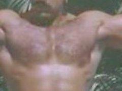 Von Bruno haarig Muskel Papi Poolbar