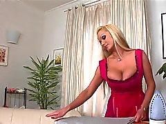 Housekeeper de grandes senos