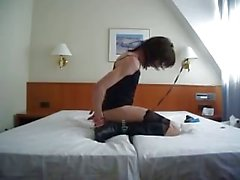 Princesa dulce de enloquece en la cama de hotel