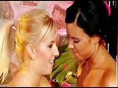 Ashley Bulgari Und Bianca Zwei Ausübung Stunners