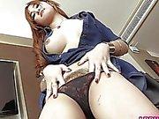 Postoperativen Ladyboy- Vicky liebäugelt ihre nagelneu Muschi