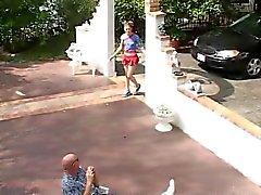 Teen Summer geneukt door oude mannen