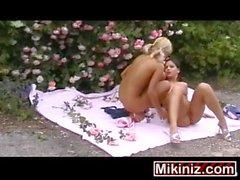 Лесбиянка колледж Coeds Eve Angel Ники, Блондинка Брюнетка Лицам Нетрадиционной Сексуальной На открытом Открытый подростков Европейского