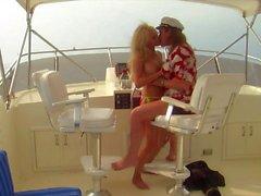 En el mar con el Big mamá teta Stormy Daniels