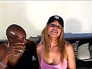 sposa brasiliano viene sedotto da un rubinetto nero grande