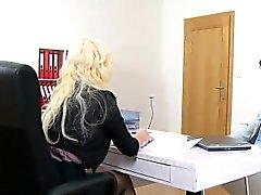 Hot busty Casting Agent auf Interview gefickt