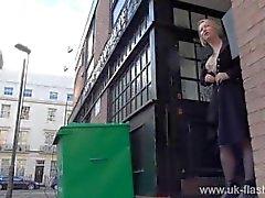 Blonde Amateur Exhibitionist Amber Stevens Upskirt Aufnahmen und öffentlichen blinken
