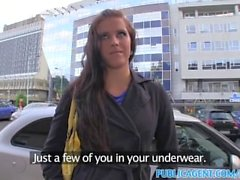PublicAgent Slim brunete sips para underwear para sexo