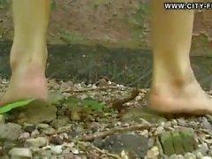 piedi sudici in estate con vestito lungo