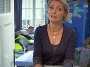 Martina Hill erwischt ihren Sohn beim Wichsen