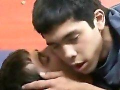 Minets chauds du latino préfèrent la baise fou au combat