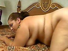 Inte blir tjock baben Elisabeth hängslen sig själv i a djupborrningsarbete på sängen