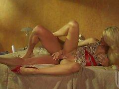 Rubia de largas piernas delgada de Jessica Drake adora el sexo incondicional