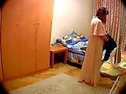 Versteckte Kamera auf dem Zimmer Frau des
