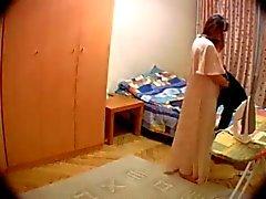 Caméra cachée dans la pièce de son épouse