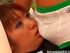 Reizvolle asiatische Schulmädchen bekommt des Vibrators Teil3