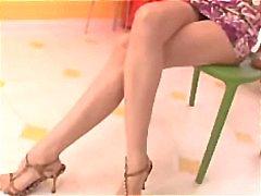 Aziatisch meisje Lea De Mae neemt twee lullen om haar gelukkig te neuken te maken