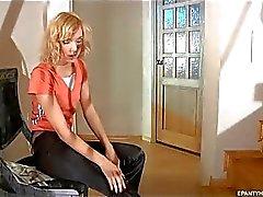Reizvolles blondes Wechsel ins tan schiere