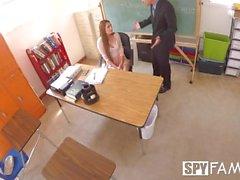 SpyFam Öğretmen üvey kızı Nina Skye üvey müdürü baştan çıkarır