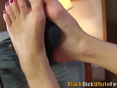 Weird babes feet cumshot