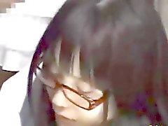 Teenager che dell'Asia sveglia che fa le sue cose