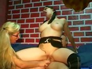 Mãe alemã ensinar virgem filha da etapa como foder com cara