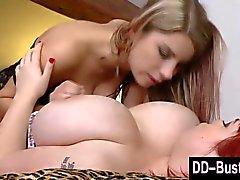 De BBW Redhead lezzy ama a los pezones Licking