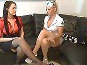 Sexy Nurse e seu amigo Dê Footjobs