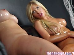 Tasha Reign Consigue de Slippery en mojado con de Taylor !