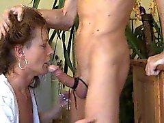 Duitse vrouw deepthroat kokhalzen bj