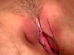 Tiny Tits Küken macht angenehme Show in schwarzen Strumpfhosen