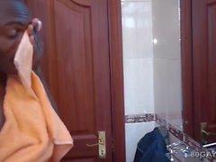 Черный Африканский женоподобный Dubaku дрочит
