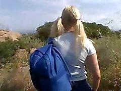 Minuscola estivo e Amber - La bionda conduce bionda