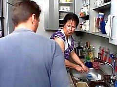 MOM SEXY DEL n108 brunetta tedesco in età matura della cucina
