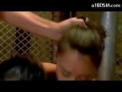 2 Mädchen Im Captivity Rapped von 2 Jungs verdammtes Eines Mehr mit dem Mund Umschnalldildo Brüste rieben verprügelt Fingered Bei The Basement