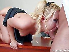 Kursteilnehmermädchen Aaliyah Liebe nimmt Mann Fleisch in der ihre rosa Pussy