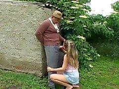 Nasty Old Man Met Outdoor Sex met geile tiener
